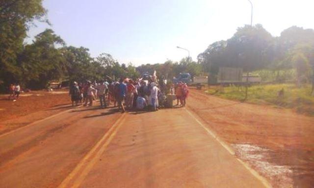 Wanda: un grupo de tareferos vuelve a cortar el tránsito en la ruta 12