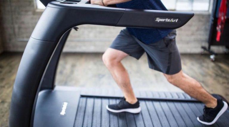 La cinta de correr que genera energía limpia mientras entrenás