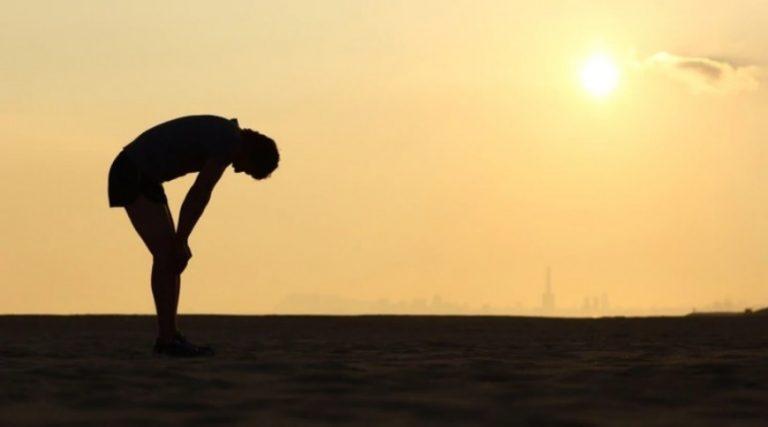 Estrés, tiroides y deshidratación: cómo y por qué una persona sufre de cansancio físico