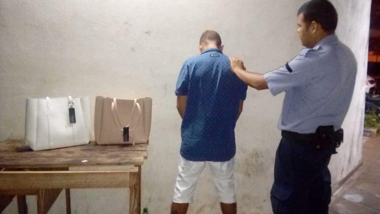 Intentó huir con carteras robadas de un negocio céntrico de Posadas y fue detenido