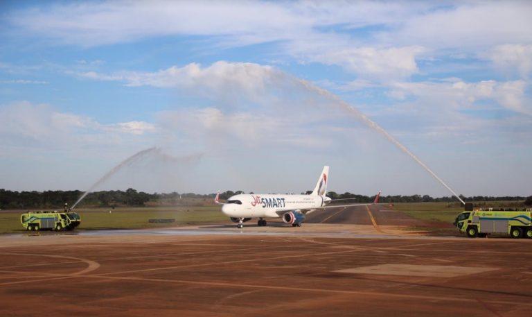 Este martes llegó el vuelo inaugural que une Puerto Iguazú con Buenos Aires