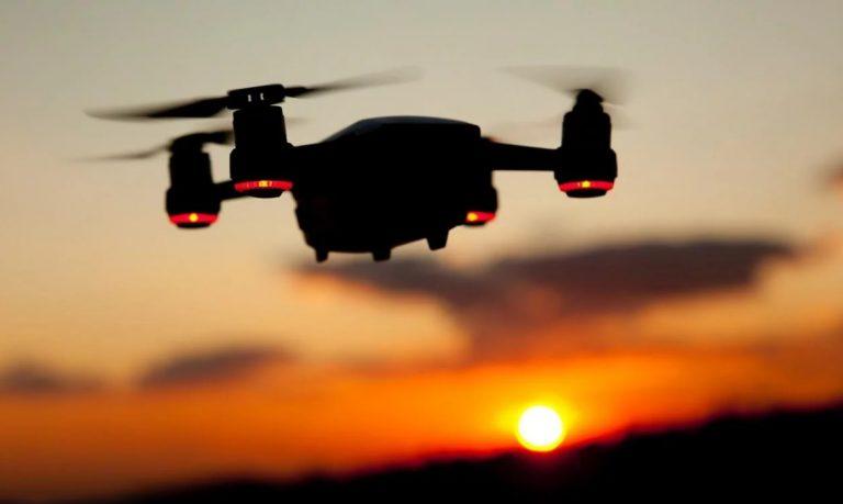 Japón prevé multas y cárcel para quien vuele drones en estado de ebriedad