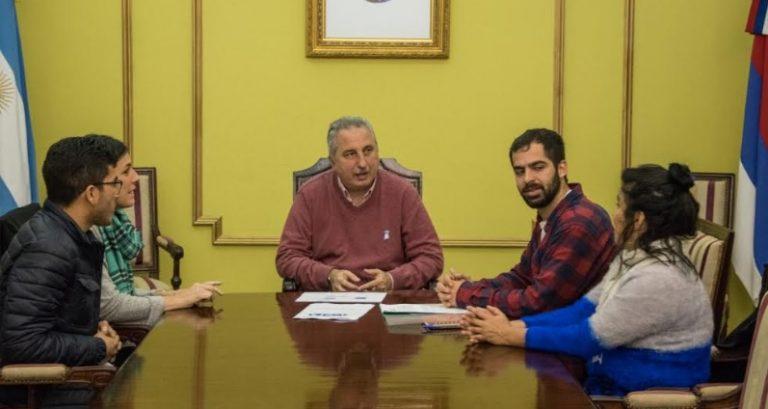 """El Gobernador se reunió con integrantes locales de la organización """"Techo"""""""