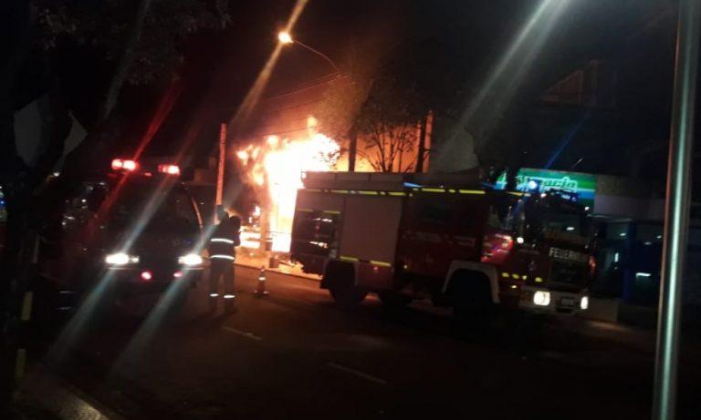 Incendio consumió por completo un supermercado en Puerto Rico