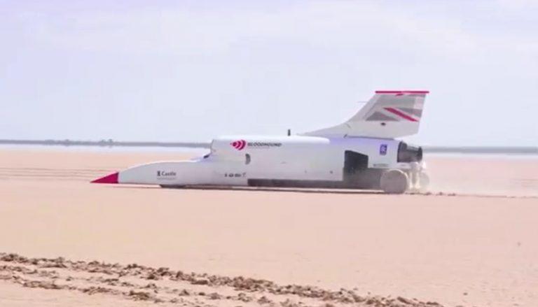 Modernidad: conocé el coche supersónico que supera los 800 km/h
