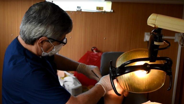 El consultorio odontológico móvil continúa brindando atenciones en diferentes barrios posadeños