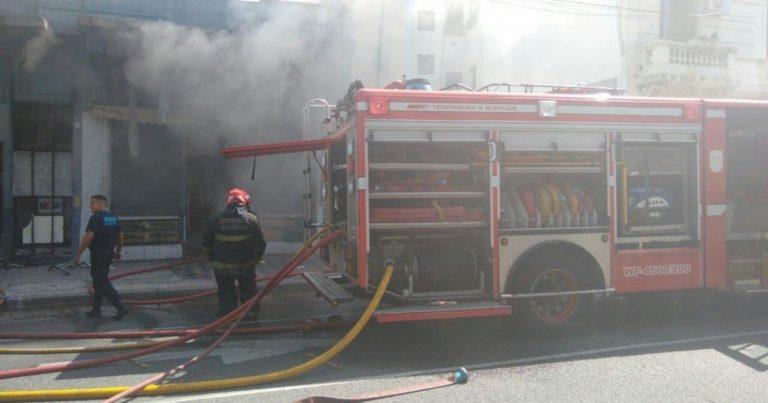 Buenos Aires: se incendió un supermercado chino y pudieron rescatar a los comerciantes