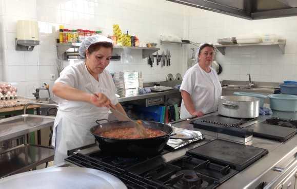 Las cocineras de escuelas tendrán un incremento del 20% para el primer semestre del año