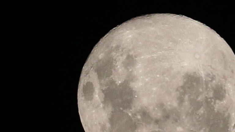 """Astronomía: cómo y dónde ver la """"Luna de Gusano"""""""