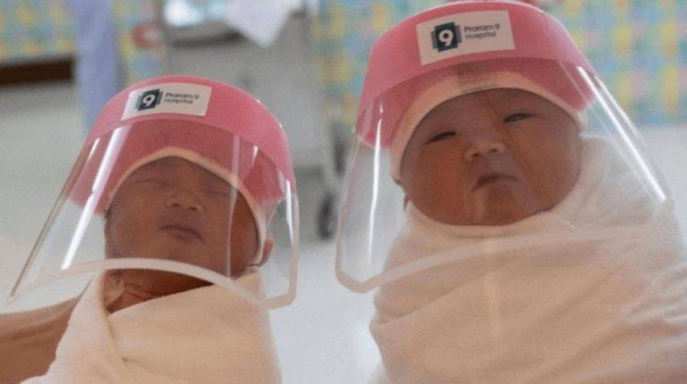 Coronavirus en Tailandia: cubren con mini máscaras a los recién nacidos