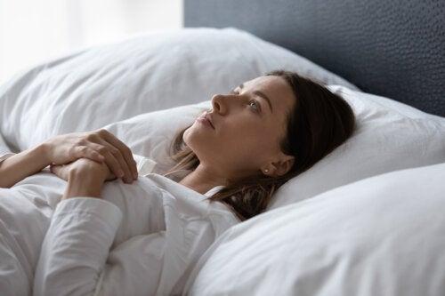 Dormir bien y no a deshoras es clave durante la cuarentena para no afectar la salud