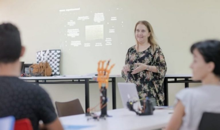 Herrera Ahuad anunció un bono de $10 mil a docentes que ejercieron la suplencia en el 2019