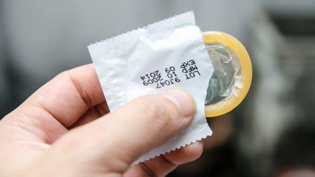 Una mujer denunció a un embajador francés por sacarse el preservativo durante una relación sexual