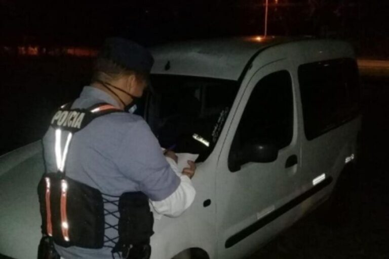 Aristóbulo del Valle: conductor exhibió una VTV falsa y le retuvieron el vehículo