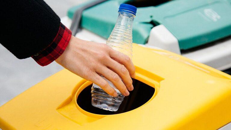 Ecobotellas Argentina, un emprendimiento para darle al plástico un destino limpio y solidario