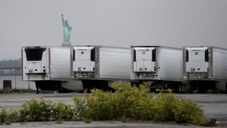 Nueva York: cientos de muertos por coronavirus están almacenados hace meses en camiones congeladores