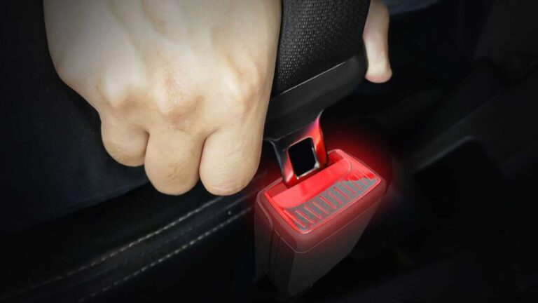 Presentaron el primer sistema de cinturón de seguridad iluminado