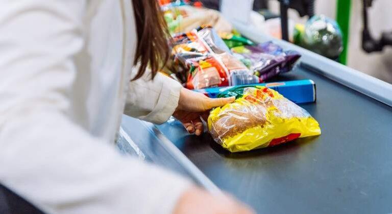 Las ventas en supermercados cayeron por tercer mes consecutivo