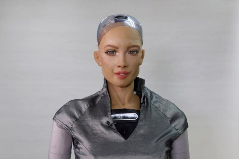 "Planean producir masivamente robots sociales ""Sofía"" para acompañar a los humanos"