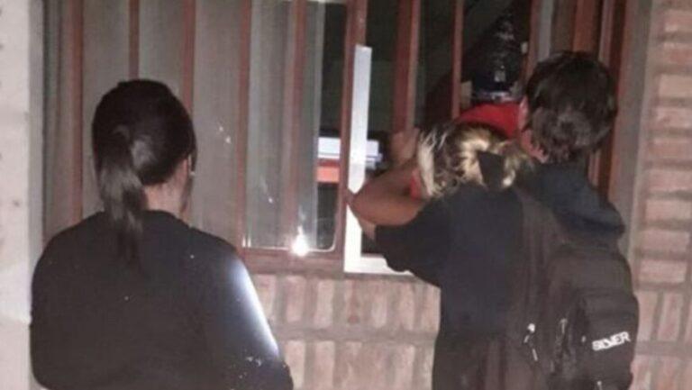 Una embarazada entró a robar, quedó atrapada en la reja y tuvieron que rescatarla