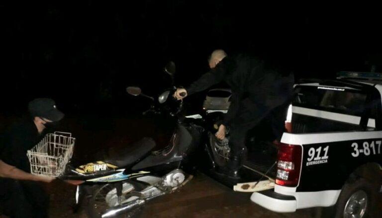 Lo atraparon en pleno escape tras robar una moto de una casa en Colonia Aurora