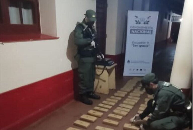 Misiones: gendarmes hallaron paquetes de marihuana a orillas del arroyo Garuhapé