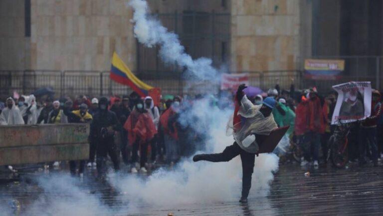 Colombia en llamas: violentos enfrentamientos frente al Congreso