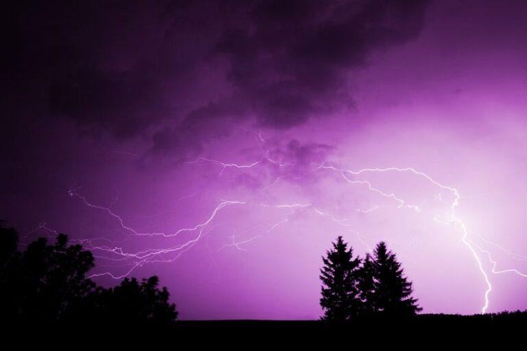El frente de tormentas avanza hacia la zona centro y norte de Misiones