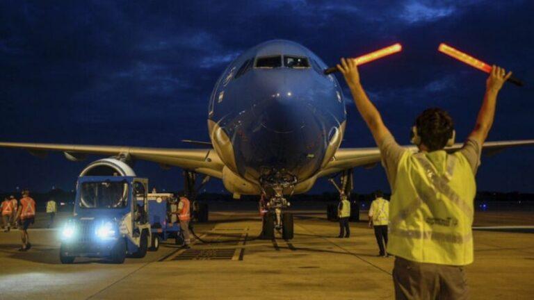 Llegó el segundo vuelo al país con más de 700 mil dosis de Sinopharm