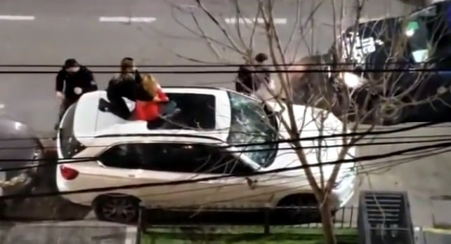 Santa Fe: destrozó una camioneta de alta gama con un matafuego por una presunta venganza