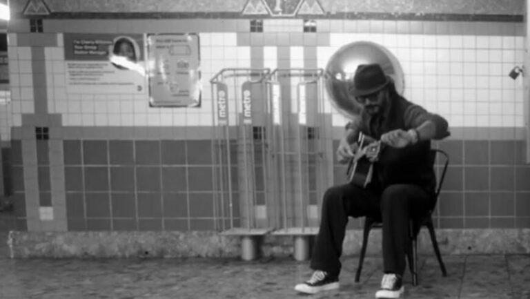 """Arjona cantó en el subte de Nueva York y nadie lo reconoció: """"Mentiría diciendo que me fue bien"""""""