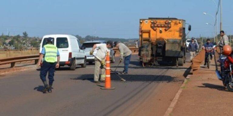 Posadas: ejecutan trabajos de bacheo para mejorar la circulación del tránsito sobre la avenida Cabo de Hornos