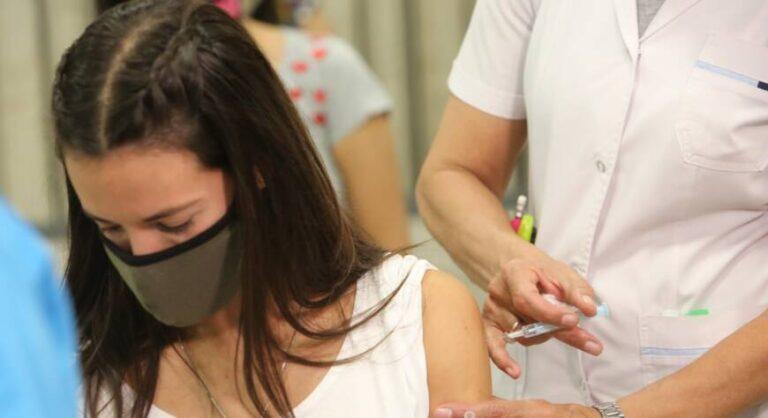 En el país: más del 86% de los mayores de 18 tiene al menos una dosis contra el coronavirus